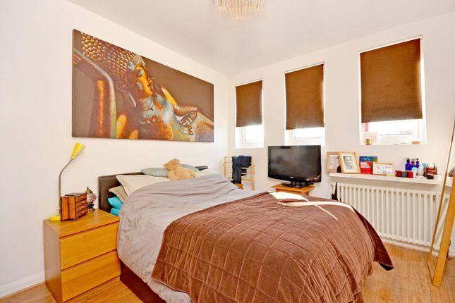 2 bedroom flat to rent in Courtenay Mews, Walthamstow