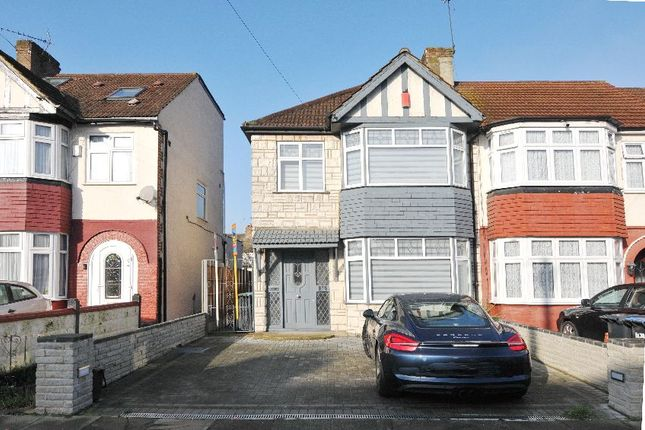 End terrace house for sale in New Park Avenue, Plamers Green