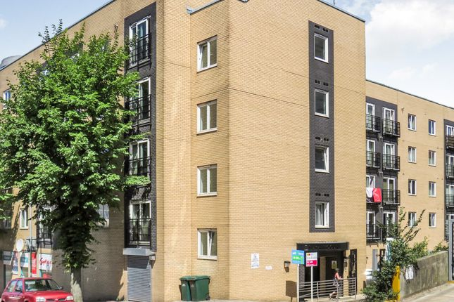 2 bed flat for sale in Coombe Road, Brighton