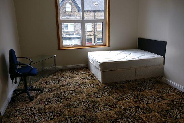 Thumbnail Room to rent in Ingledew Cresent, Leeds, West Yorkshire