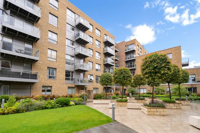 Thumbnail Flat to rent in Basset Court, Smithfield Square, Hornsey