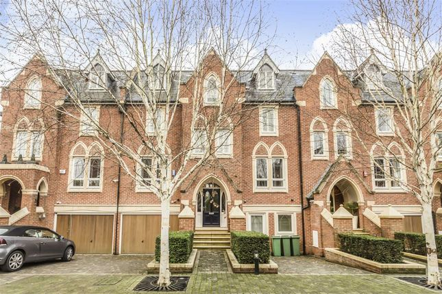Thumbnail Property for sale in Pomeroy Close, Twickenham