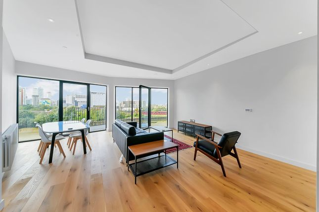 Thumbnail Flat to rent in Modena House, London City Island, London