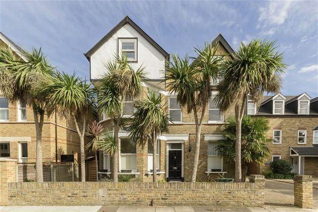Thumbnail Flat to rent in Lion Gate Gardens, Kew, Richmond