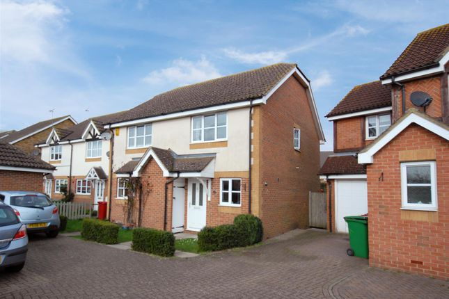 Thumbnail Semi-detached house to rent in Hunters Way, Cippenham, Slough