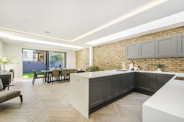 Thumbnail Property to rent in Englewood Road, London