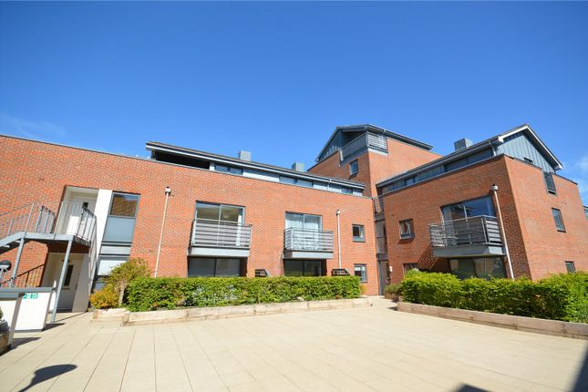 2 bed flat to rent in Staple Gardens, Winchester, Hampshire SO23