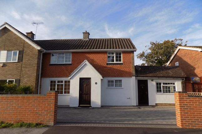 Thumbnail Semi-detached house to rent in Beechwood Avenue, Woodley