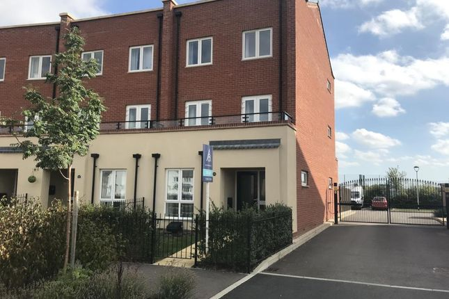 Thumbnail Town house to rent in Berryfields, Aylesbury