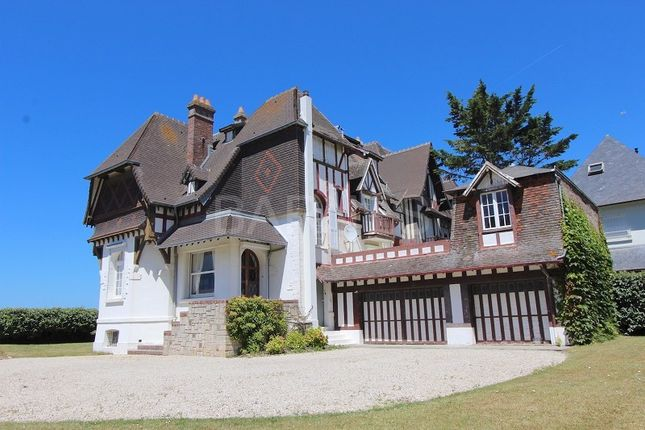 Thumbnail Villa for sale in Tourgeville, Tourgeville, France
