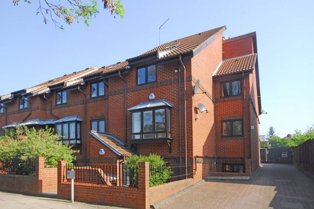 Thumbnail Property to rent in The Causeway, East Finchley