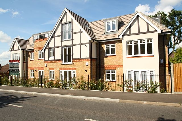 1 bed flat to rent in College Road, Woking