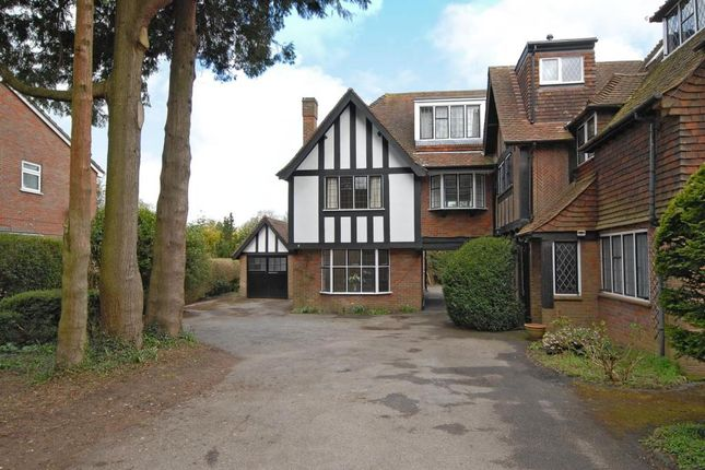 Thumbnail Flat to rent in Firs Court, Amersham
