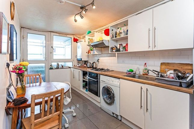 Thumbnail Flat to rent in Bibury Close, London