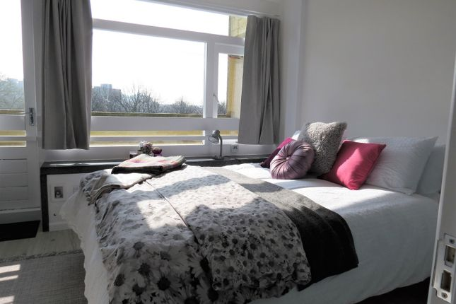 Thumbnail Flat to rent in Highcliffe Drive, London