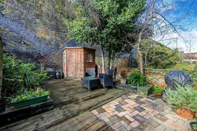 Garden of Tomlins Grove, London E3