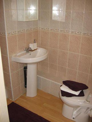 Bathroom1B of Flat 5, 2 Moor View, Hyde Park LS6