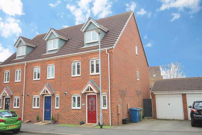 3 bed town house for sale in Waterfall Close, Tamworth B77