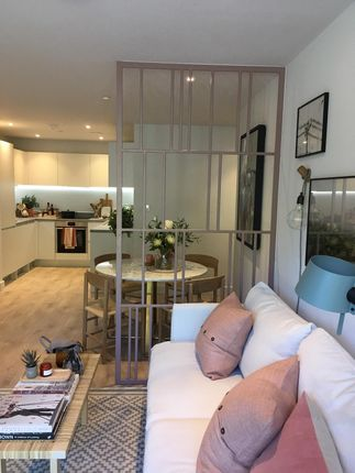 Thumbnail Flat for sale in Godstone Road, Whyteleafe Surrey