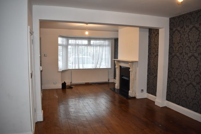 Thumbnail End terrace house to rent in Oakfield Avenue, Slough
