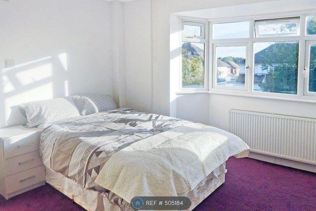 Room to rent in Cheyneys Avenue, Edgware