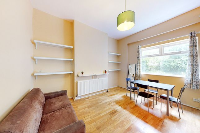 Thumbnail Flat for sale in Queens Drive, London