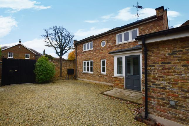 3 bed detached house to rent in High Street, Hampton