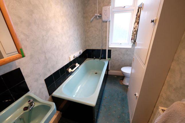 Bathroom of Cockayne Place, Meersbrook, Sheffield S8