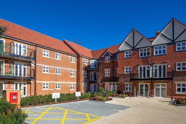 Flat for sale in Marple Lane, Chalfont St. Peter, Gerrards Cross