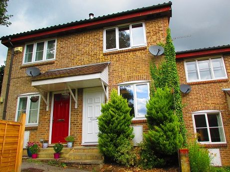 Thumbnail Terraced house to rent in Squerryes Mede, Westerham