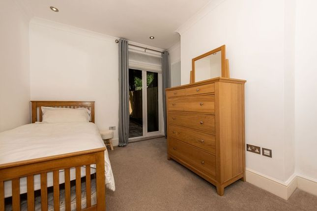 Photo 2 of Russell Rise, Luton LU1