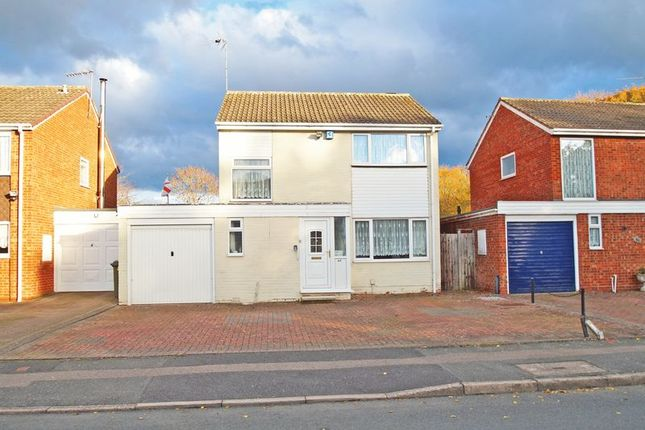 Thumbnail Detached house for sale in Kenchester Close, Redditch