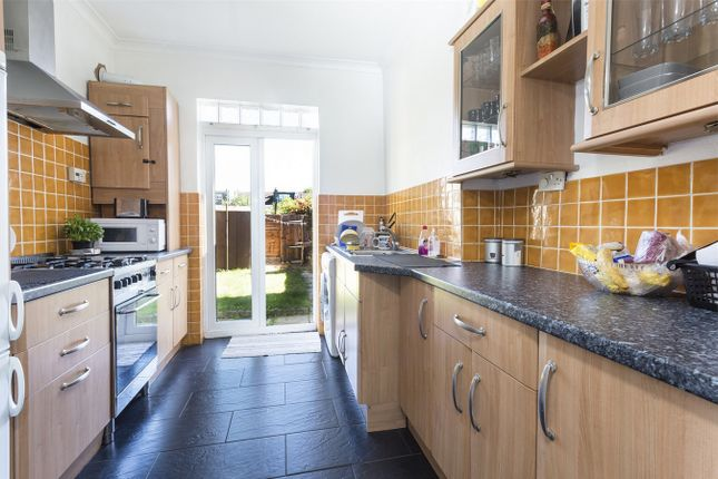 3 bed detached house to rent in Westfield Road, London