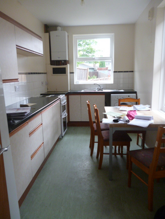 Thumbnail Semi-detached house to rent in Hawks Road, Central Kinsgton, Kingston Upon Thames