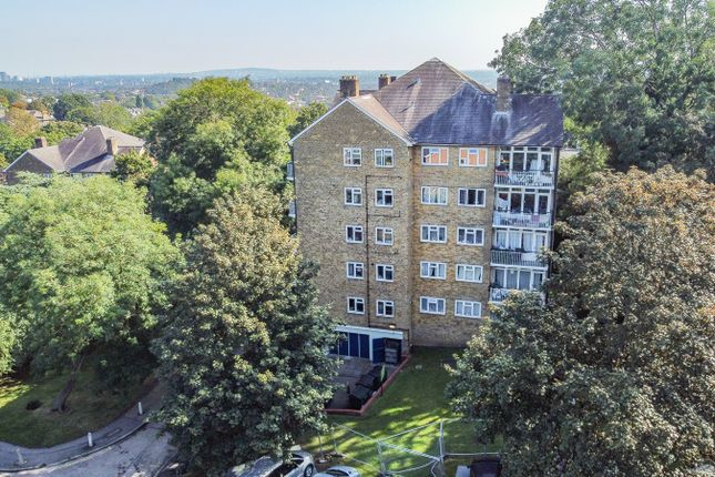 2 bed flat for sale in Eliot Bank, Forest Hill, London SE23