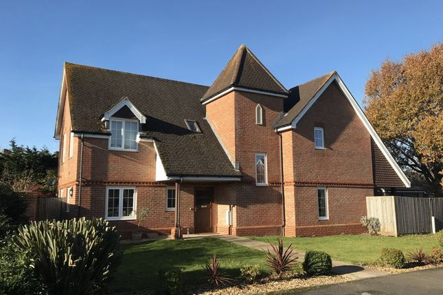 5 bed detached house to rent in Caigers Green, Burridge, Southampton