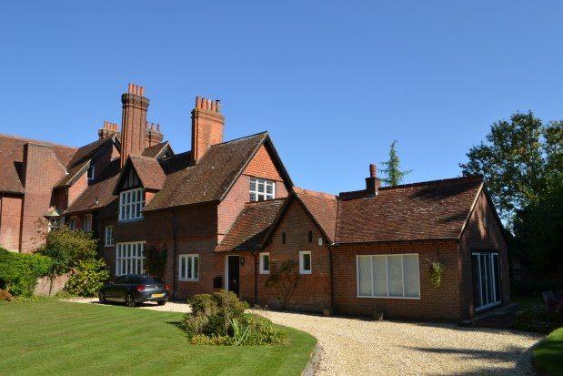 Thumbnail Cottage to rent in Southampton Road, Lymington