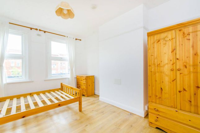 Thumbnail Maisonette to rent in Holloway Road, Holloway, London