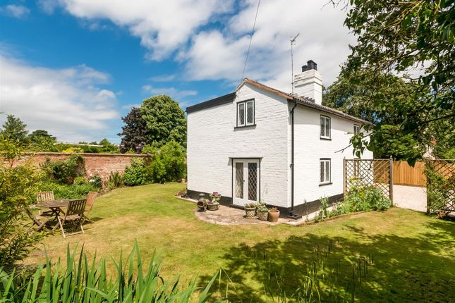 Thumbnail Detached house for sale in Tiddington Road, Tiddington, Stratford-Upon-Avon, Warwickshire