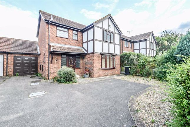 3 bed detached house to rent in Wakering Road, Shoebury, Essex SS3