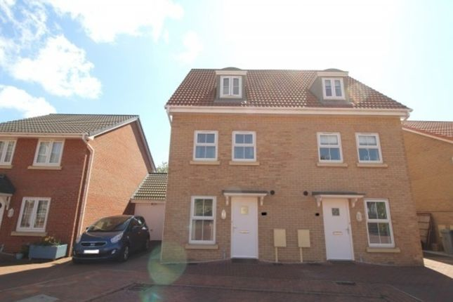Thumbnail Town house to rent in Lamplight Square, Grantham