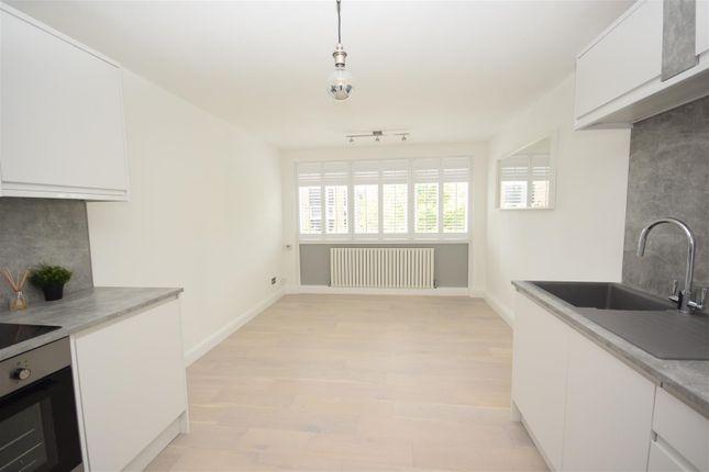 2 bed flat to rent in Wellesley Road, Twickenham TW2