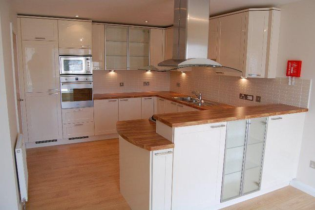Thumbnail Flat to rent in Queens Crescent, Aberdeen
