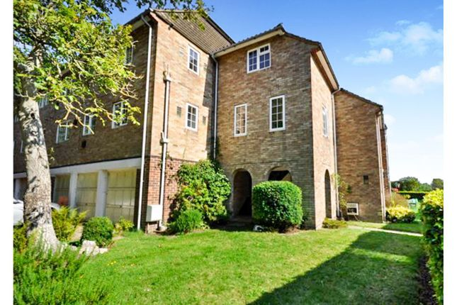 Thumbnail Flat for sale in Orchard Mead, Ringwood