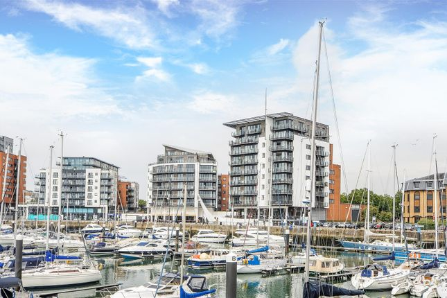 Thumbnail Flat for sale in Channel Way, Ocean Village, Southampton