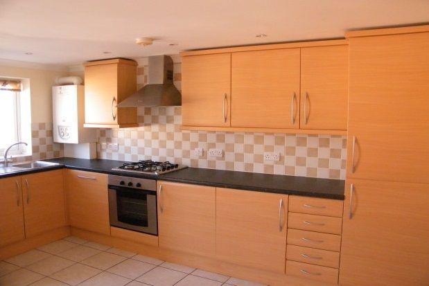 Thumbnail Flat to rent in Newport Road, Cowes