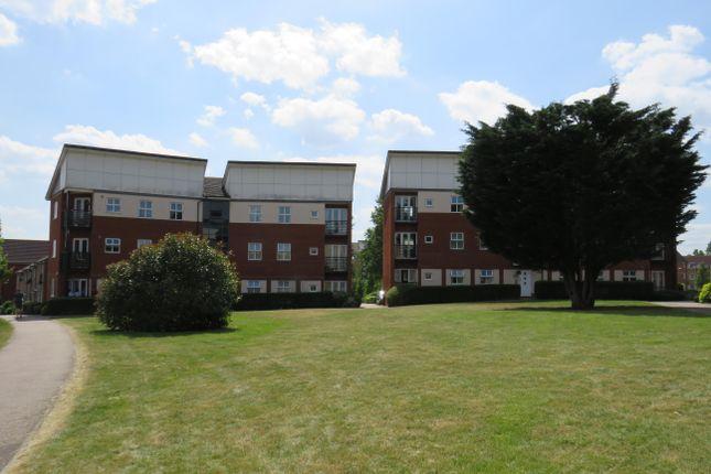 Thumbnail Flat to rent in Eddington Crescent, Welwyn Garden City