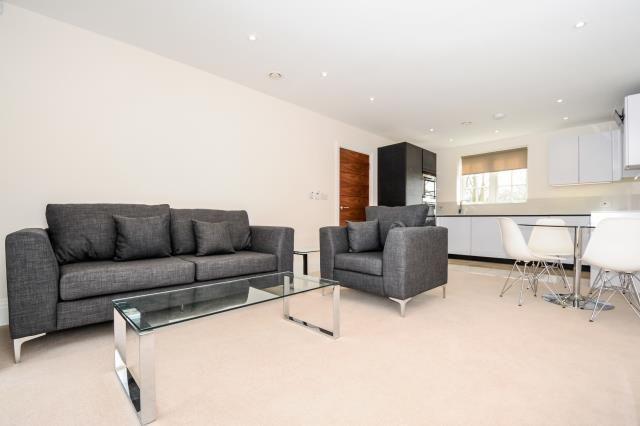 Thumbnail Flat to rent in Ashridge Close, Finchley
