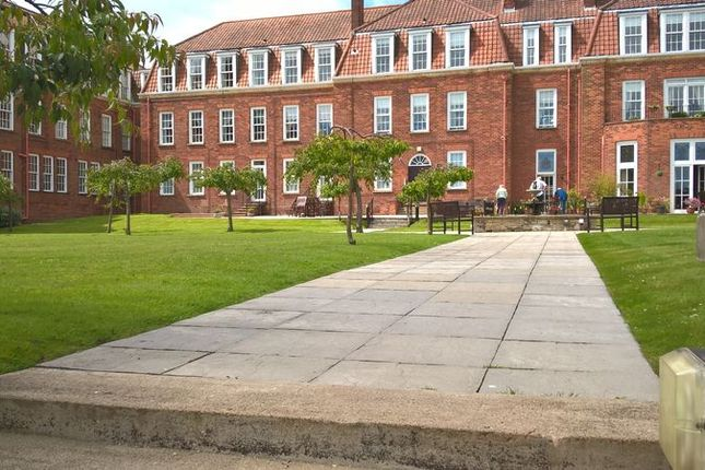Thumbnail Flat for sale in The Quadrangle, Hall Park Road, Hunmanby