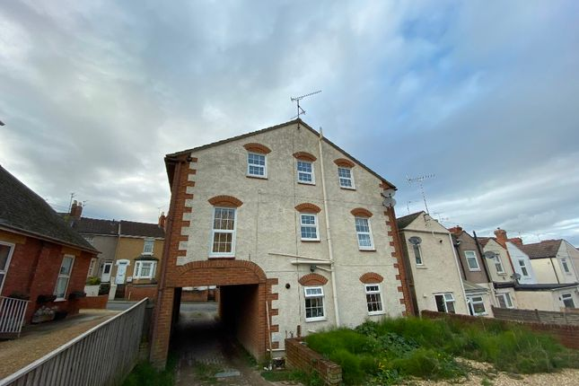 Flat to rent in Eastcott Farm House, Eastcott Hill, Old Town, Swindon